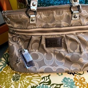 **Free Shipping**Coach -large zippered bag - USED